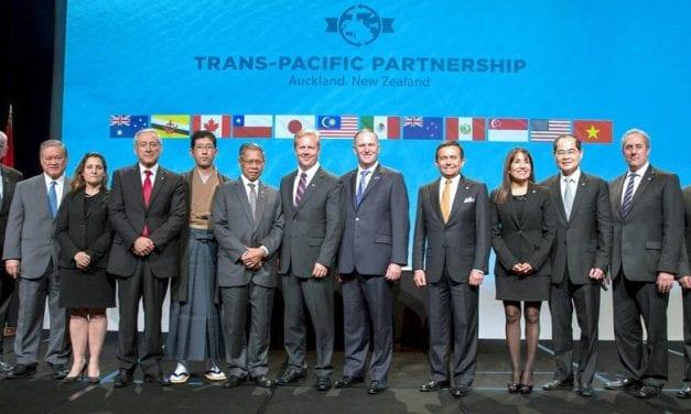 México suscribe el TTP