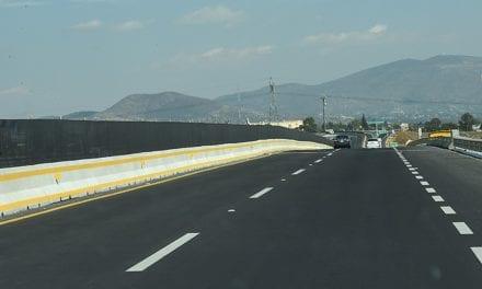Entregan obras carreteras en Colima