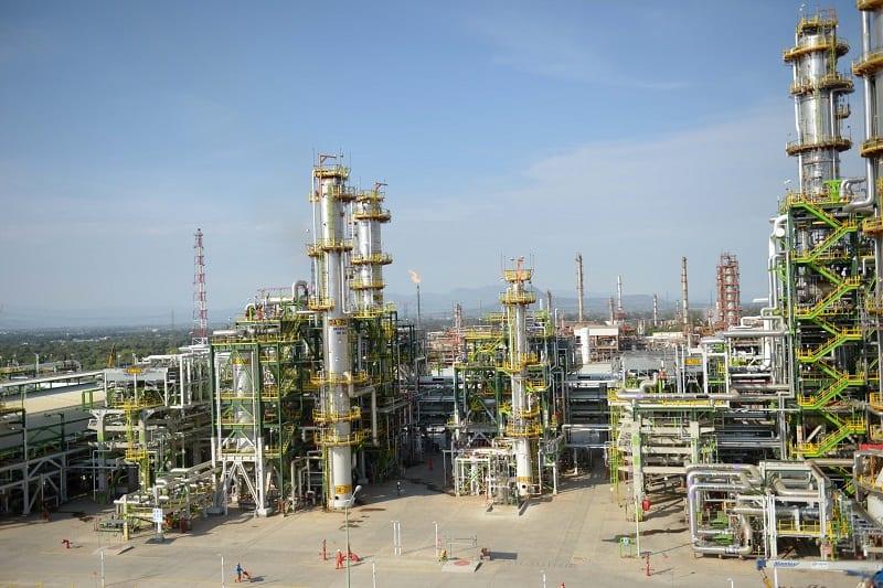 Pemex invertirá 23,000 mdd para producir combustibles más limpios