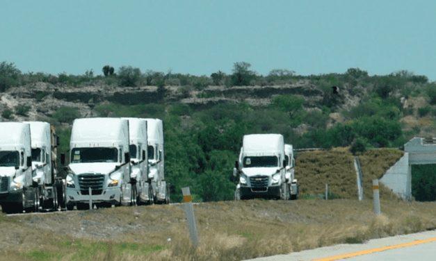 Continúa caída de producción y exportación de vehículos pesados