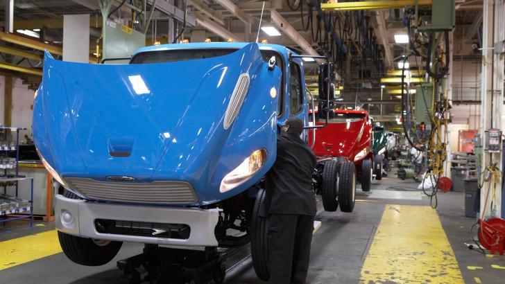 Disminuye exportación de camiones en enero