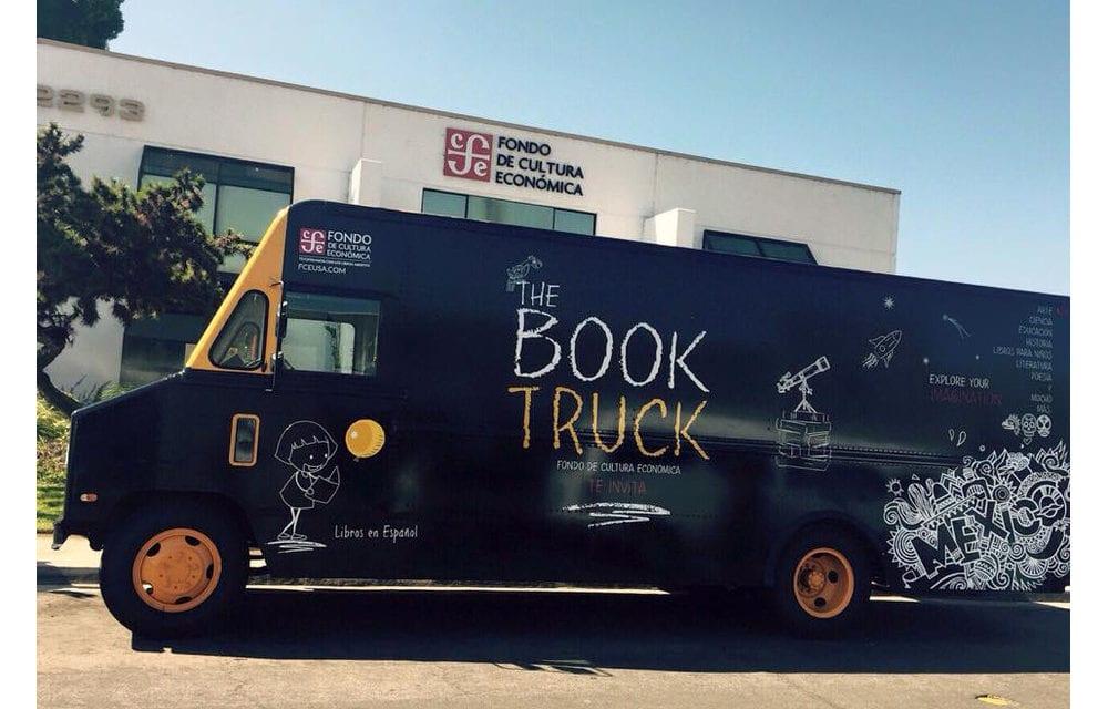 Rueda el primer Book Truck del FCE en calles de EU