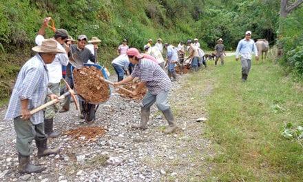 Impulsan mejoras de 275 caminos rurales en Edomex