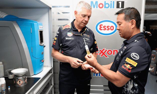 En camino hacia el éxito Red Bull Racing con productos ExxonMobil