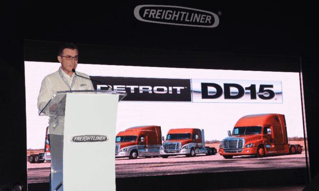 Exhibe Freightliner el nuevo motor DD5 con el M2