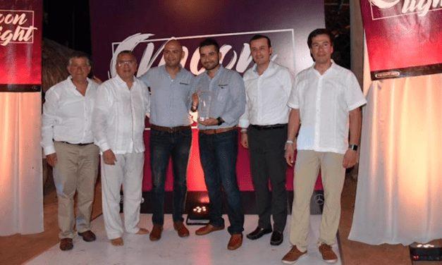Premia Daimler a sus socios comerciales