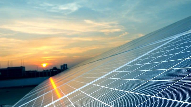 Industria automotriz debe aprovechar energía solar