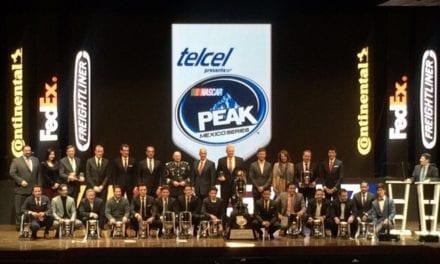 Pilotos de tractos Freightliner premiados por NASCAR