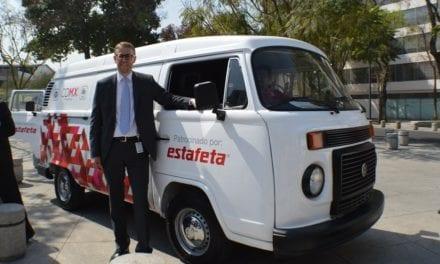 Dona Estafeta tres vehículos al IASIS