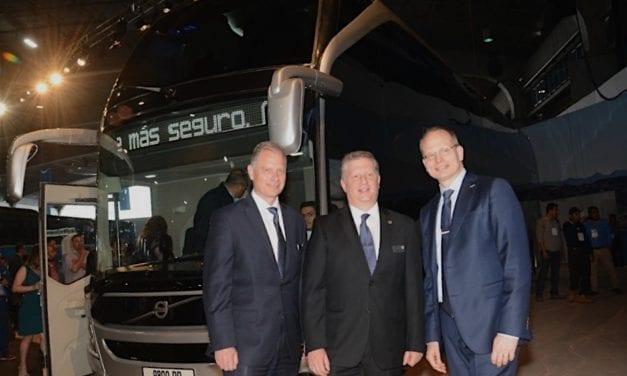 Conocen transportistas el nuevo Volvo 9800 DD