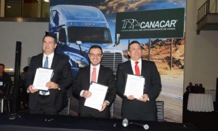 Continúan juntos Daimler y Canacar para modernización del transporte