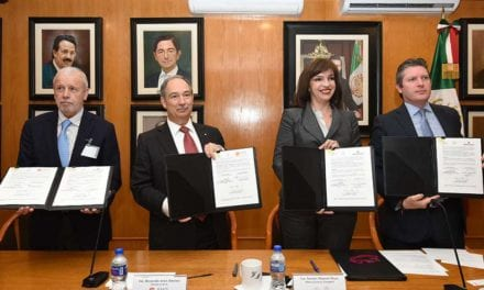 Firman convenio gobierno y asociaciones para seguridad en el uso de grúas