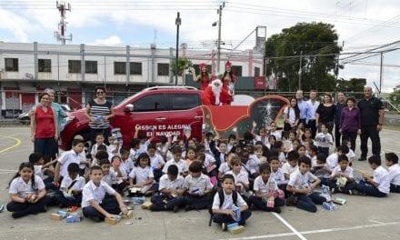 Convertida en trineo, la Nissan NP300 Frontier reparte alegría