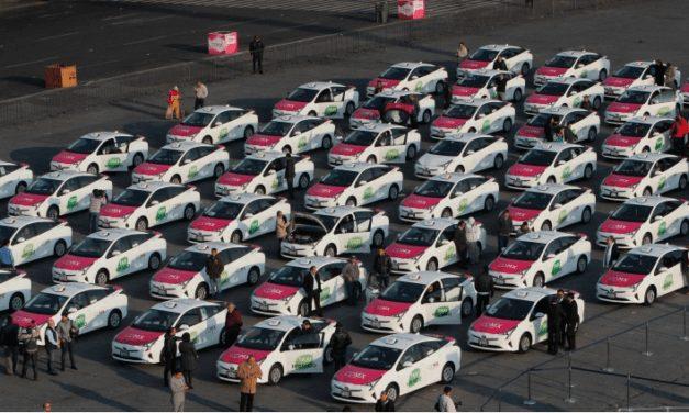 Estrena la CDMX 100 taxis híbridos Toyota