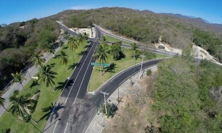 Mejoran carretera del Aeropuerto a Bahías de Huatulco
