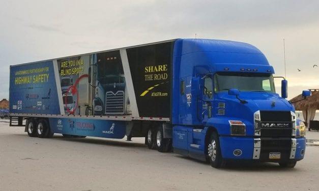 Entregan bienes vitales Mack Trucks y ATA
