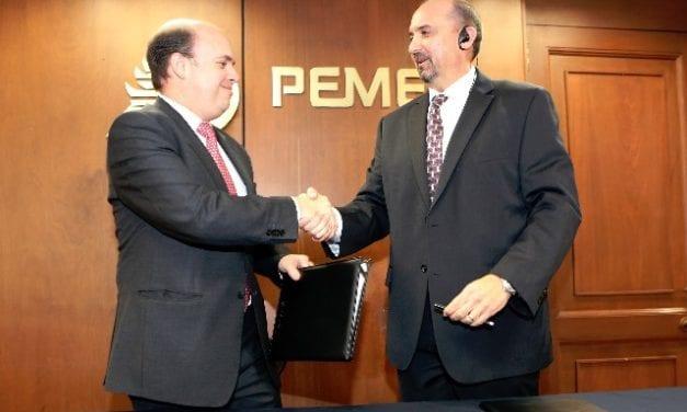 Firma Pemex contrato para la utilización de sus ductos