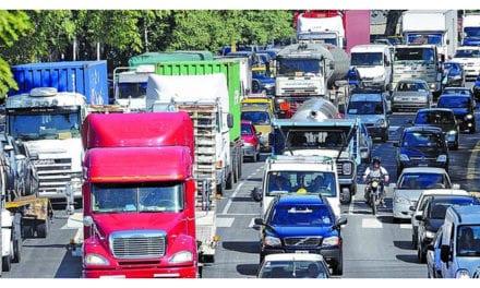 Continúa restricción para vehículos pesados