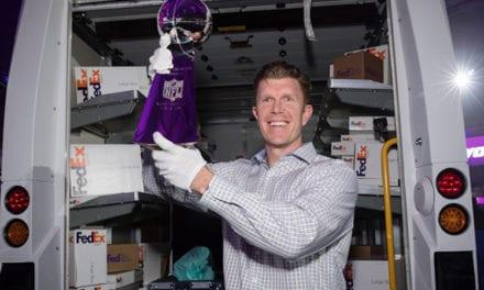 Misión cumplida: FedEx entrega el trofeo Vince Lombardi