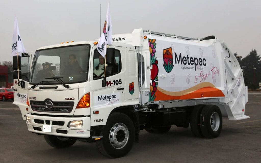 Metepec da banderazo a 25 unidades compactadoras de residuos