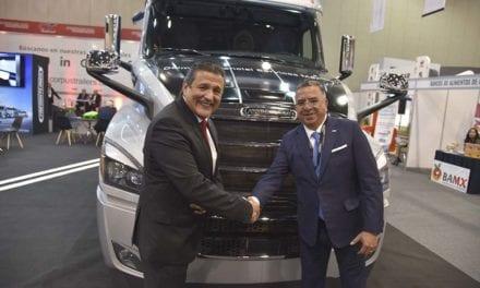 Estrecha relación de Freightliner con Canacar