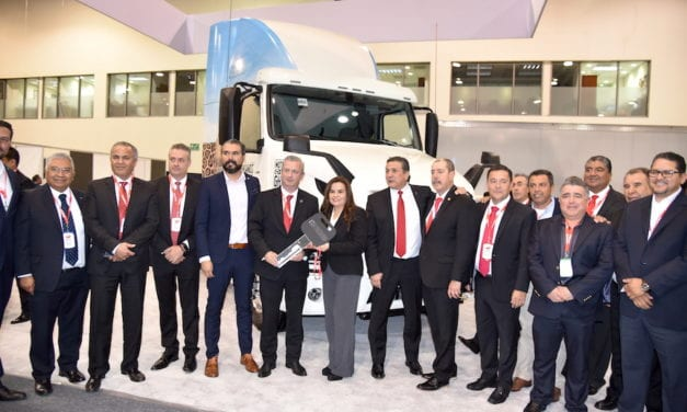 Dona Volvo camión VNL GHG a Conalep Allende