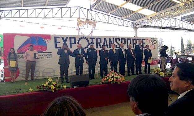 DINA en la toma de protesta de Consorcio de Emprendedores del Transporte