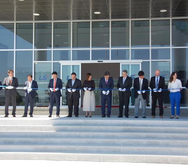 Inaugura LS Automotive planta en NL