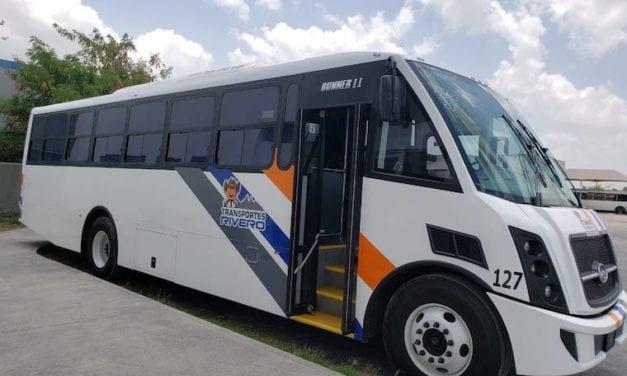 Transportes Rivero recibe dos autobuses DINA Runner 11