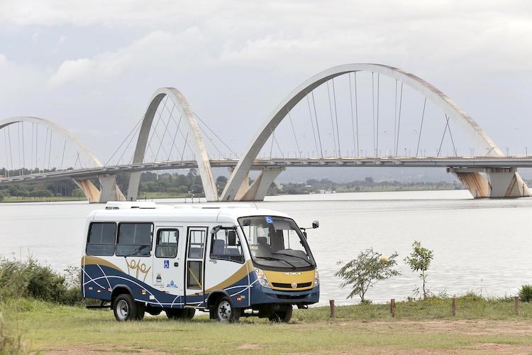 430 Volksbus cumplen tareas de asistencia social