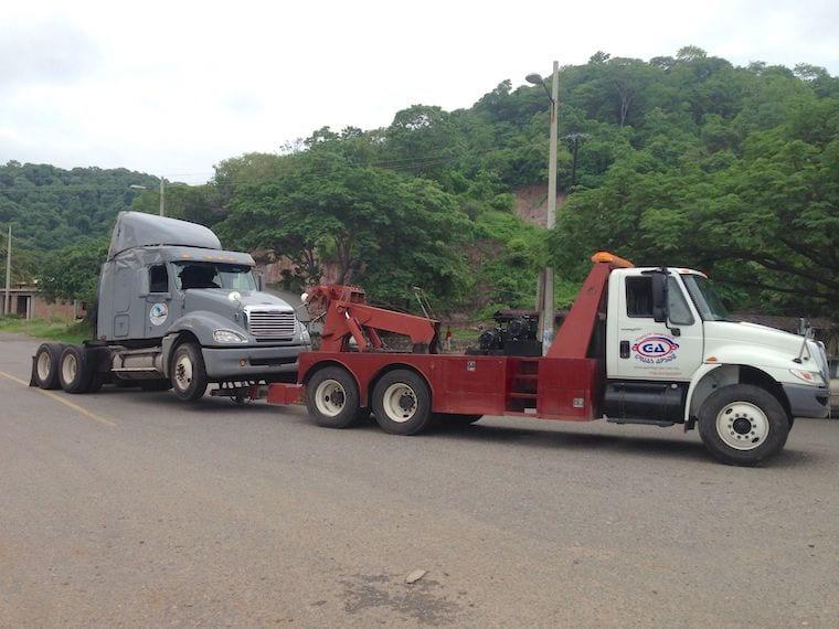 Hay nuevas tarifas para grúas en carreteras de Tabasco