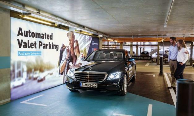 Daimler y Bosch implementan el primer servicio de valet autónomo