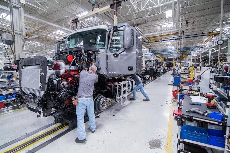 En EU caen pedidos de camiones en julio