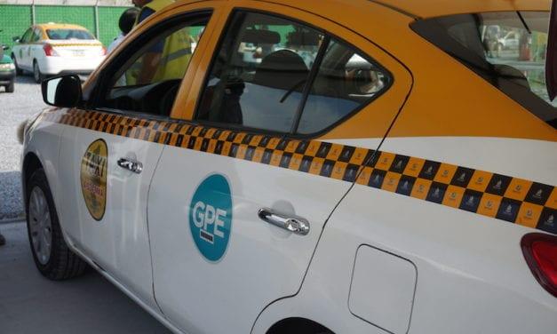 Agiliza NL trámites para licencias de taxis