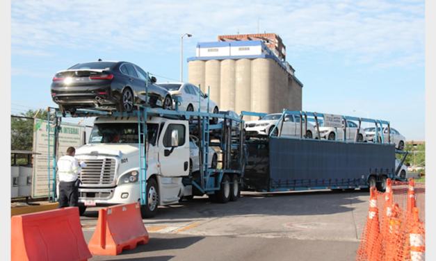 Crece movimiento de autos en Puerto Lázaro Cárdenas
