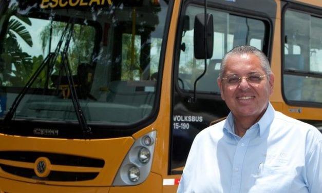 Entregará VWCO autobús 20 mil a Camino de la Escuela