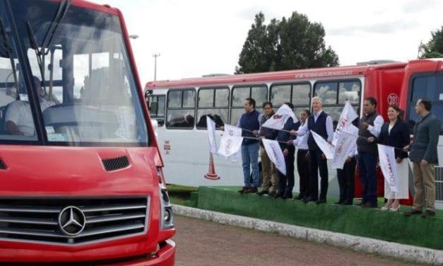 Dan banderazo a 50 unidades para el transporte público de Toluca