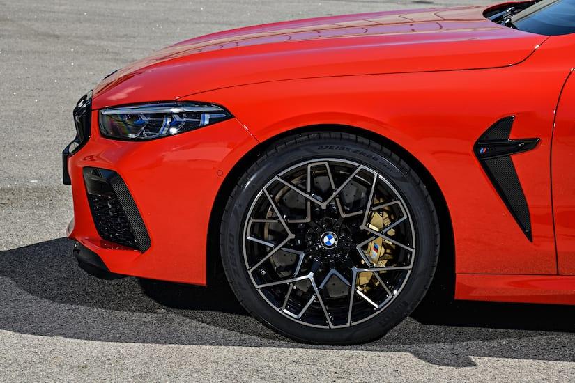 Presenta Pirelli P Zero a la medida del BMW M8