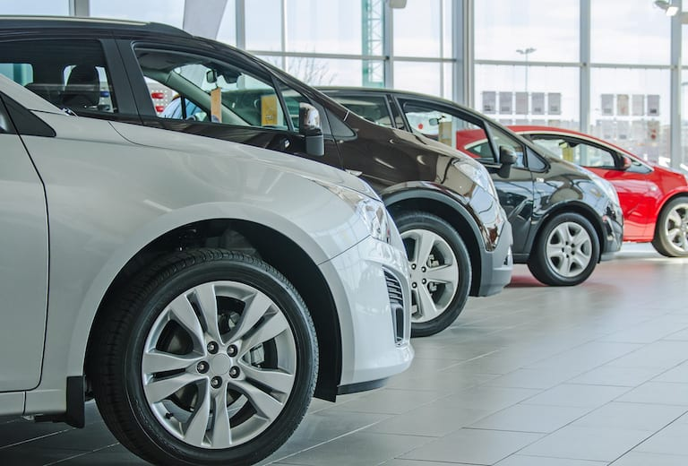 Caen ventas de vehículos ligeros en octubre