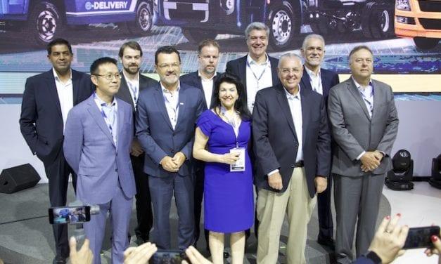 Formaliza VWCO alianzas para producción de eléctricos