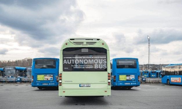 Volvo prueba autobús autónomo en estación de servicio