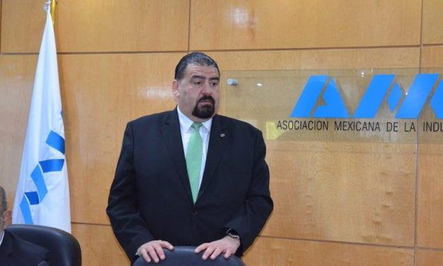 Eduardo Solís deja AMIA