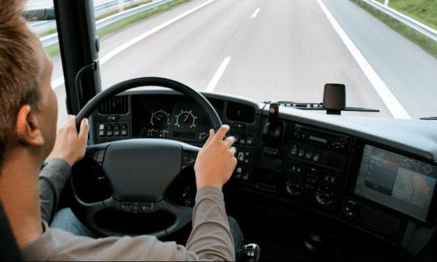 Hombre-camión debe digitalizarse para no morir