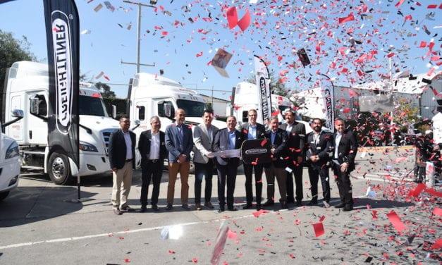 Entrega Freightliner Nuevos Cascadia a Estafeta