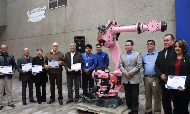 Dona Ford 8 robots a escuelas de Sonora