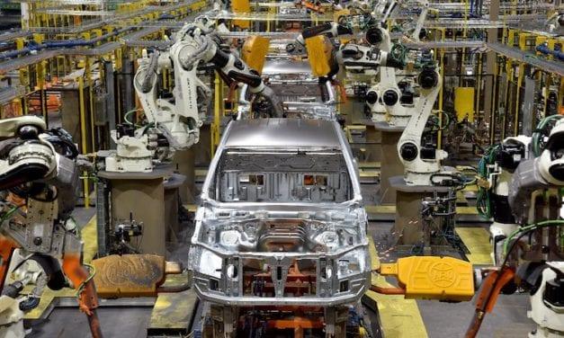 Planea Ford reanudar producción en abril