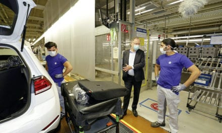 Vuelve Volkswagen a la producción en Wolfsburg