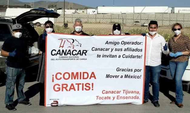 Transportistas de Tijuana entregan alimentos a operadores
