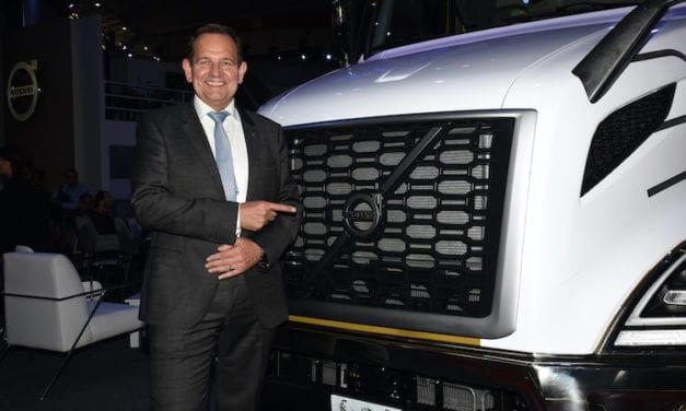 Reinicia Volvo Trucks producción en EU