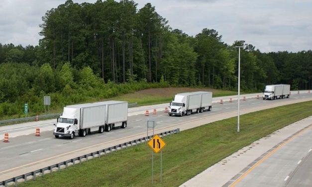 Destaca FedEx colaboración con Volvo Trucks
